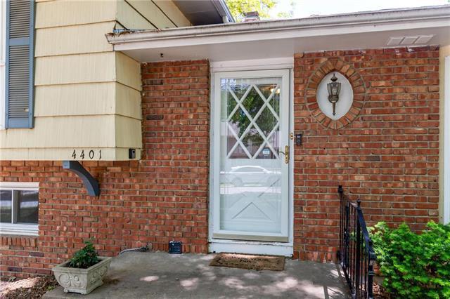 4401 E 104th Street, Kansas City, MO 64137 (#2164556) :: NestWork Homes