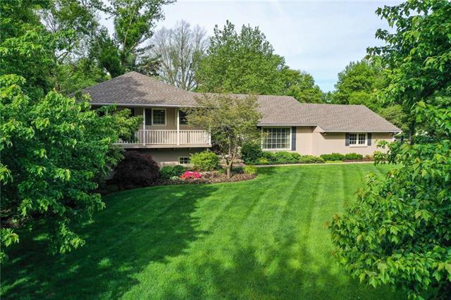 9900 Cherokee Lane, Leawood, KS 66206 (#2164574) :: House of Couse Group