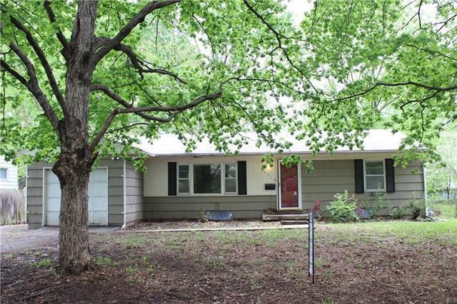 11113 Elmwood Street, Kansas City, MO 64137 (#2164603) :: House of Couse Group