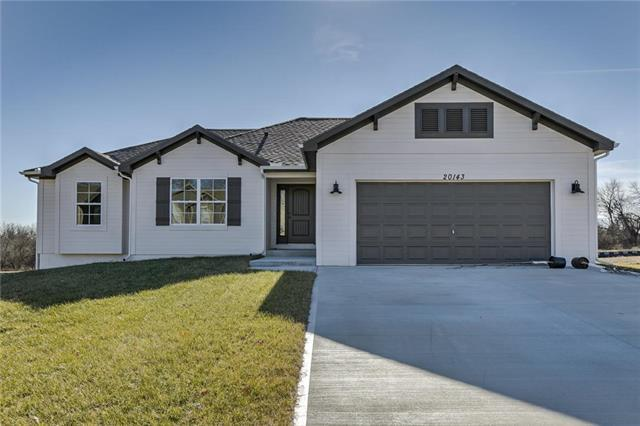 19962 W 220th Terrace, Spring Hill, KS 66083 (#2164690) :: House of Couse Group