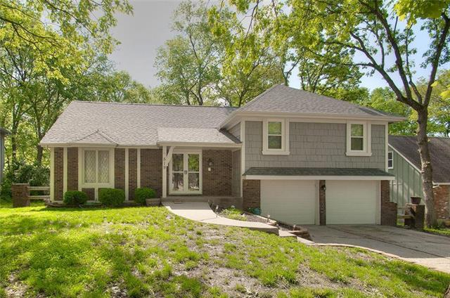 519 Lancelot Drive, Liberty, MO 64068 (#2164744) :: House of Couse Group