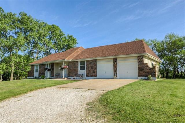 4400 E 211th Street, Belton, MO 64012 (#2164774) :: House of Couse Group