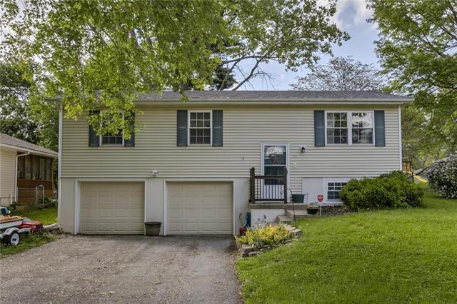 313 NE Lakeview Drive, Blue Springs, MO 64014 (#2164843) :: House of Couse Group