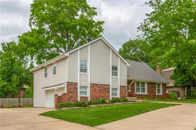 322 W 119th Terrace, Kansas City, MO 64114 (#2164886) :: House of Couse Group
