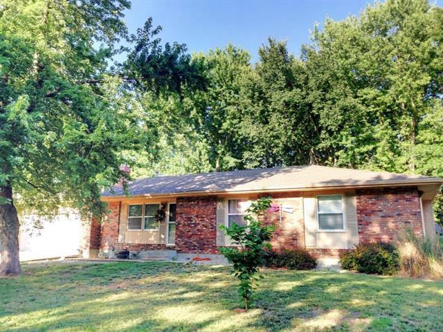 404 N Orange Street, Garnett, KS 66032 (#2164912) :: House of Couse Group
