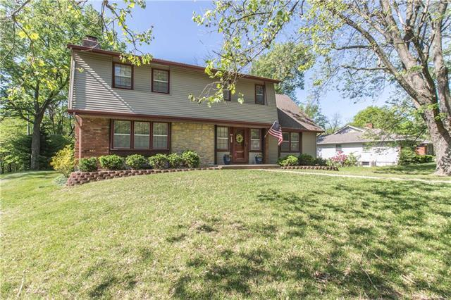 9301 NW Pleasant Drive, Parkville, MO 64152 (#2164916) :: House of Couse Group