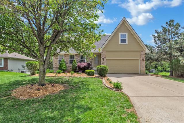 1006 SW Southcrest Drive, Blue Springs, MO 64015 (#2164927) :: House of Couse Group
