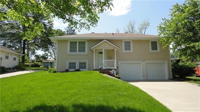 16113 E 34th Terrace, Independence, MO 64055 (#2164930) :: House of Couse Group