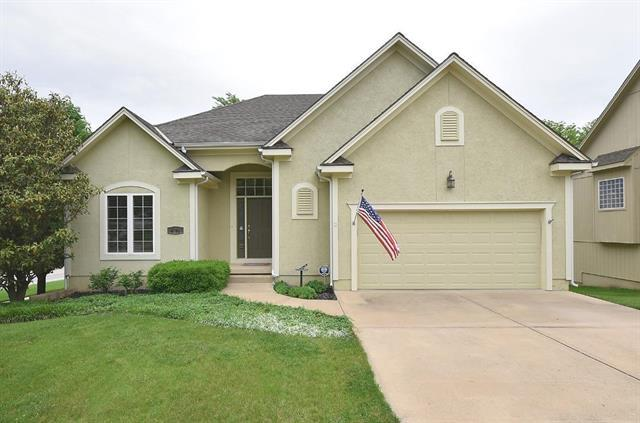 4701 Meadow View Drive, Shawnee, KS 66226 (#2165074) :: House of Couse Group