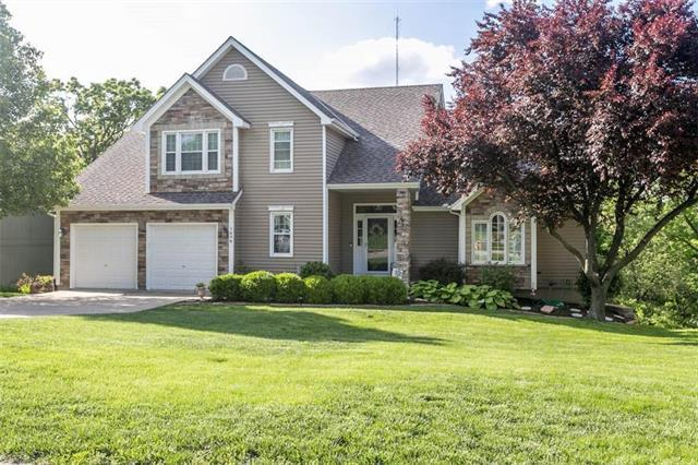 1694 N Hunter Drive, Olathe, KS 66061 (#2165083) :: House of Couse Group