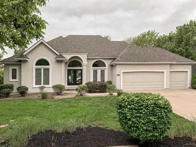 9524 Cailler Drive, Lenexa, KS 66220 (#2165141) :: The Shannon Lyon Group - ReeceNichols