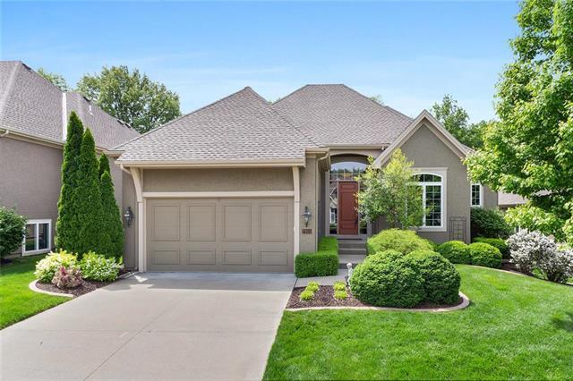 7915 W 137th Street, Overland Park, KS 66223 (#2165154) :: The Gunselman Team
