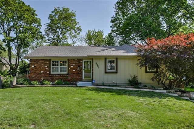 8909 Summit Street, Lenexa, KS 66215 (#2165183) :: Kansas City Homes