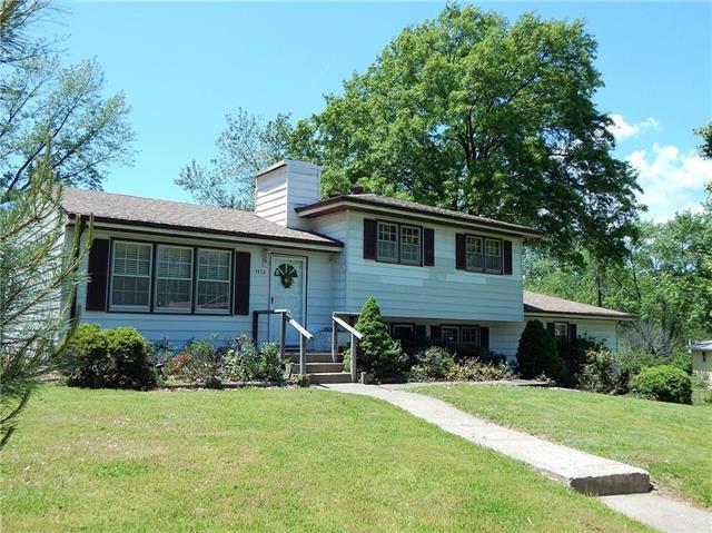 7412 NW Autumn Street, Kansas City, MO 64152 (#2165208) :: House of Couse Group