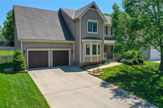 4073 SW Normandy Drive, Lee's Summit, MO 64082 (#2165233) :: House of Couse Group