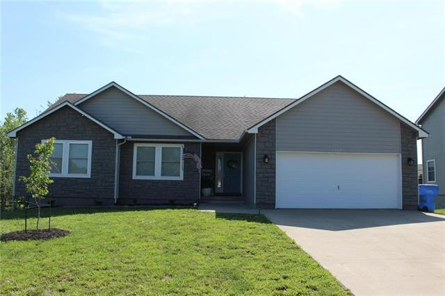 2208 Hidden Valley Drive, Tonganoxie, KS 66086 (#2165396) :: House of Couse Group