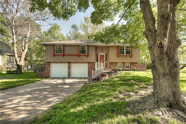 1014 Lindenwood Lane, Liberty, MO 64068 (#2165576) :: Kansas City Homes