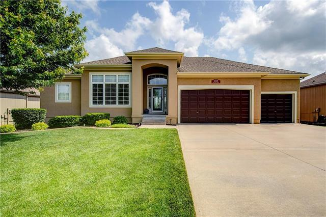 4228 SW Duck Pond Drive, Lee's Summit, MO 64082 (#2165621) :: House of Couse Group