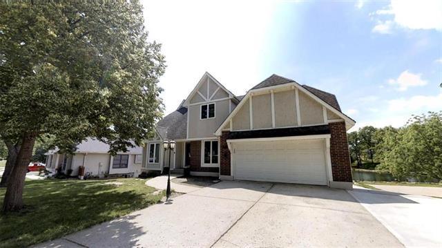 1012 W Richwood Drive, Blue Springs, MO 64015 (#2165644) :: Kansas City Homes