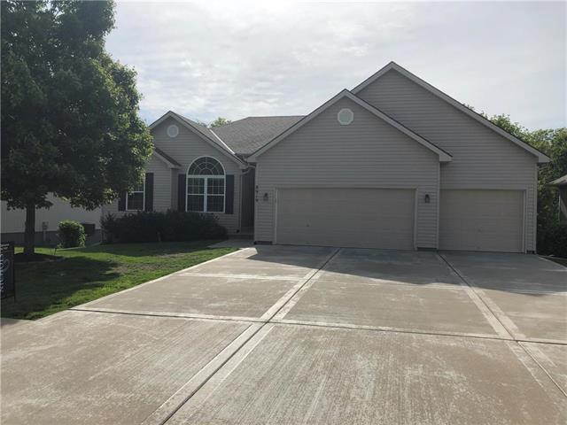 8919 N Mersington Avenue, Kansas City, MO 64156 (#2165915) :: Kansas City Homes
