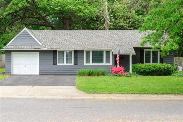 9317 Gillette Street, Lenexa, KS 66215 (#2165921) :: Kansas City Homes