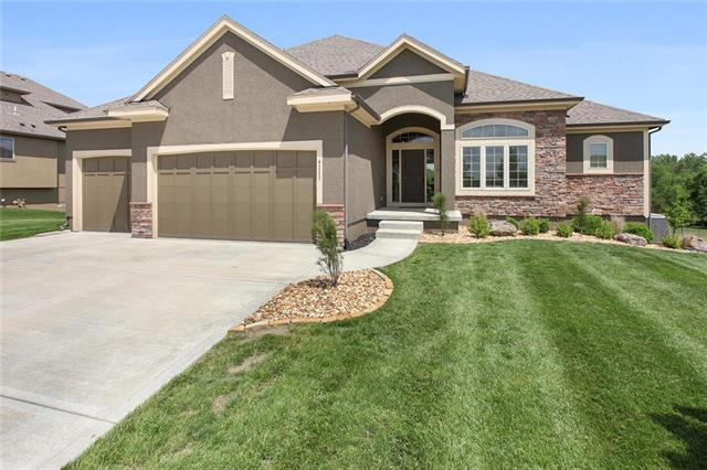 4333 SE Lariat Drive, Lee's Summit, MO 64082 (#2165926) :: Kansas City Homes