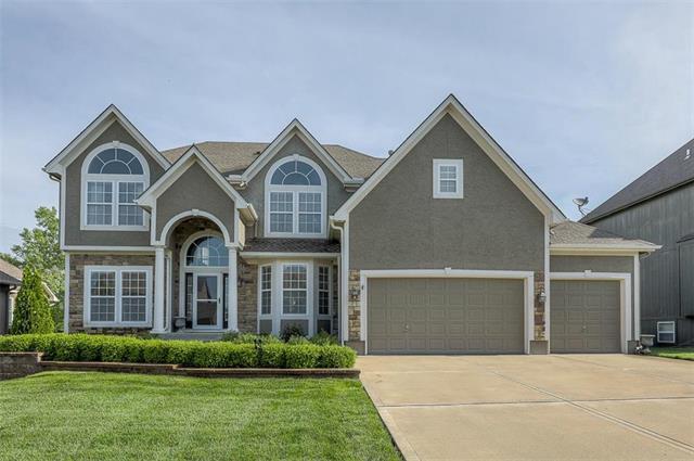 916 SW 33rd Street, Lee's Summit, MO 64082 (#2165950) :: Kansas City Homes