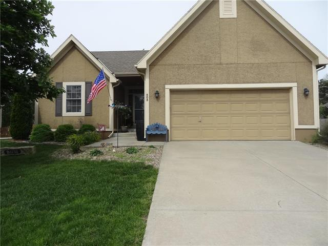 808 154th Place, Basehor, KS 66007 (#2165972) :: House of Couse Group