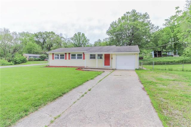 1207 NE Cowden Drive, Gladstone, MO 64118 (#2166008) :: Clemons Home Team/ReMax Innovations