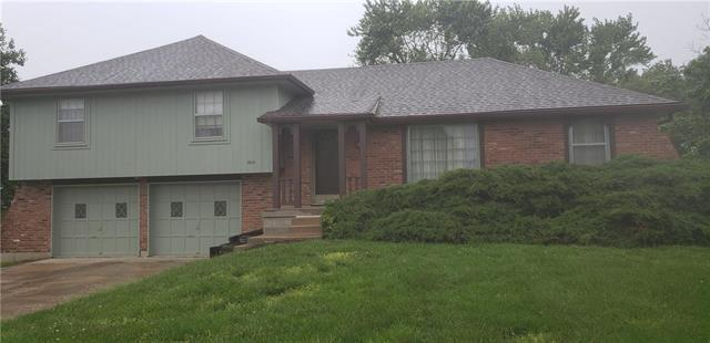 304 E Lucy Webb Road, Raymore, MO 64083 (#2166027) :: Clemons Home Team/ReMax Innovations