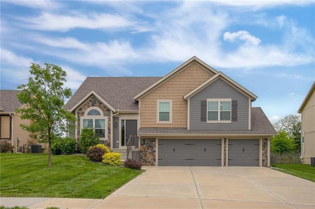 11101 N Madision Avenue, Kansas City, MO 64155 (#2166032) :: Clemons Home Team/ReMax Innovations