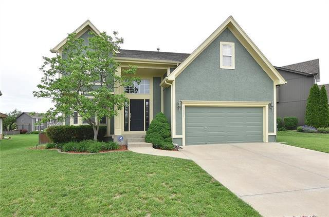 13300 W 137th Place, Overland Park, KS 66221 (#2166104) :: House of Couse Group