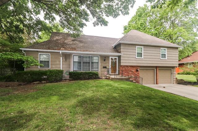 11542 Baltimore Avenue, Kansas City, MO 64114 (#2166120) :: House of Couse Group