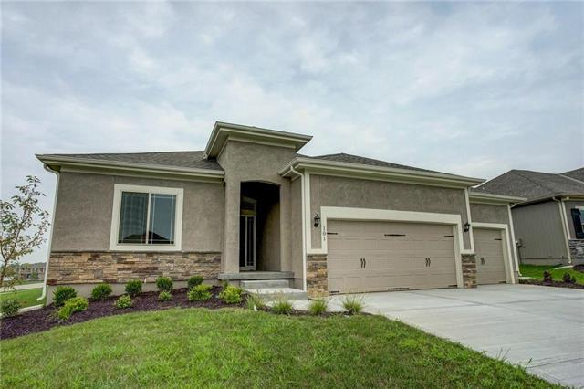 4418 SW Amethyst Drive, Lee's Summit, MO 64082 (#2166188) :: House of Couse Group