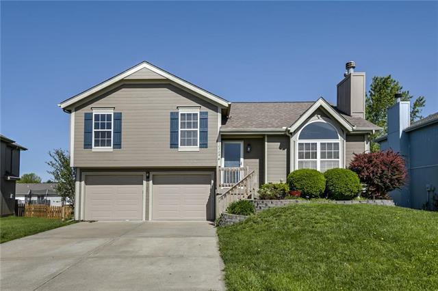 10708 N Holmes Street, Kansas City, MO 64155 (#2166200) :: Dani Beyer Real Estate