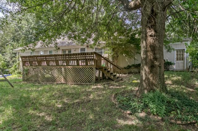 500 E 110th Terrace, Kansas City, MO 64131 (#2166230) :: House of Couse Group