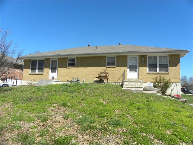 110 SW 21st Street, Oak Grove, MO 64075 (#2166236) :: The Gunselman Team