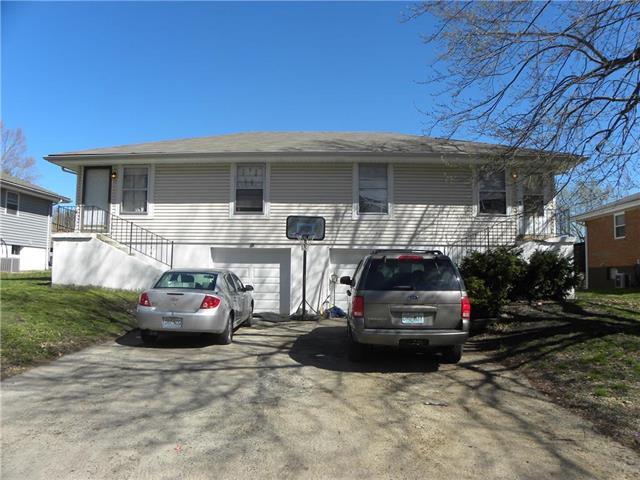116 SW 21st Street, Oak Grove, MO 64075 (#2166237) :: The Gunselman Team