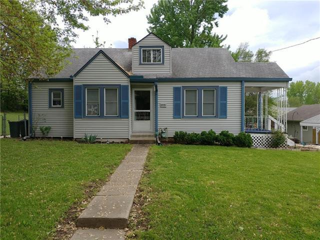 2033 NW 49th Terrace, Northmoor, MO 64151 (#2166359) :: House of Couse Group