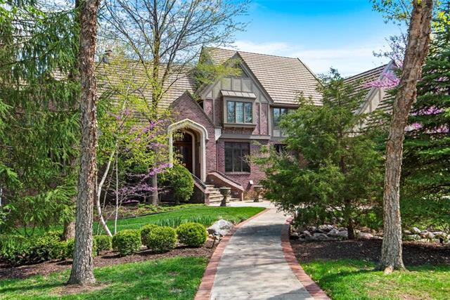 11305 Buena Vista Street, Leawood, KS 66211 (#2166366) :: House of Couse Group