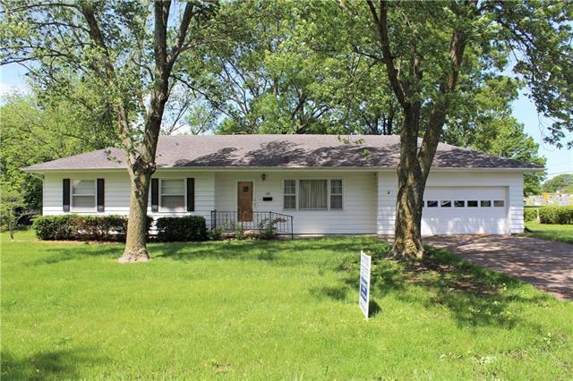 310 N Elm Street, Sweet Springs, MO 65351 (#2166376) :: No Borders Real Estate