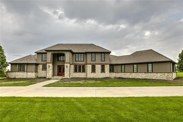 6694 W 188th Street, Stilwell, KS 66085 (#2166401) :: House of Couse Group