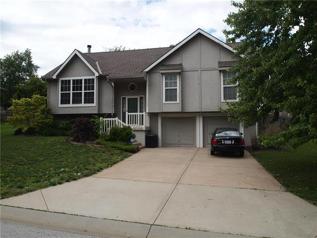 11246 Lakeview Drive, Kansas City, KS 66109 (#2167458) :: House of Couse Group