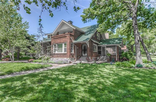 1204 Ward Parkway, Kansas City, MO 64112 (#2167475) :: House of Couse Group