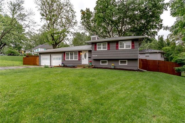 6219 N Flora Avenue, Gladstone, MO 64118 (#2167479) :: House of Couse Group