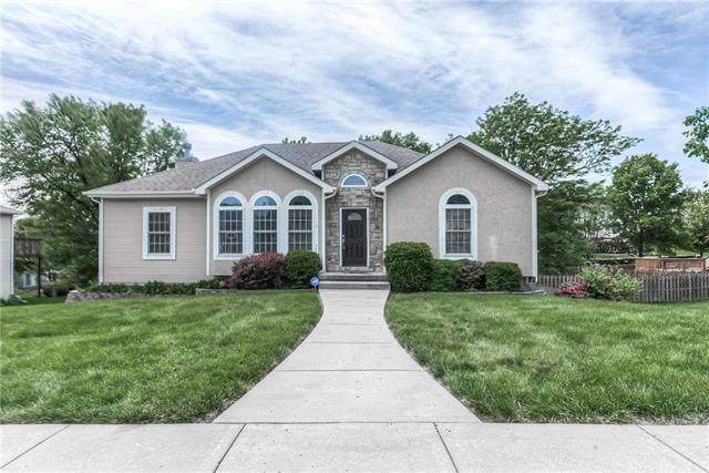 715 Holiday Drive, Lansing, KS 66043 (#2167531) :: House of Couse Group