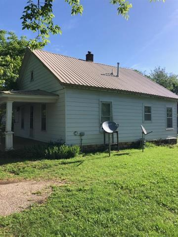 817 S Scott Avenue, Fort Scott, KS 66701 (#2167579) :: House of Couse Group