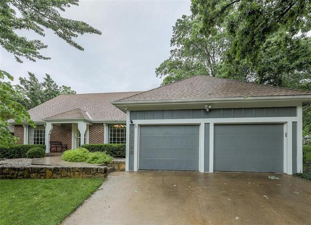 11724 W 101st Street, Overland Park, KS 66214 (#2167626) :: House of Couse Group