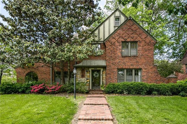 6460 Overbrook Road, Mission Hills, KS 66208 (#2167657) :: House of Couse Group