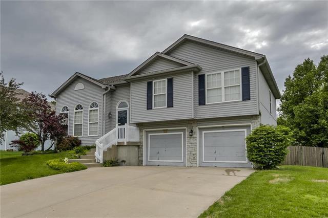 10206 N Highland Place, Kansas City, MO 64155 (#2167706) :: Dani Beyer Real Estate